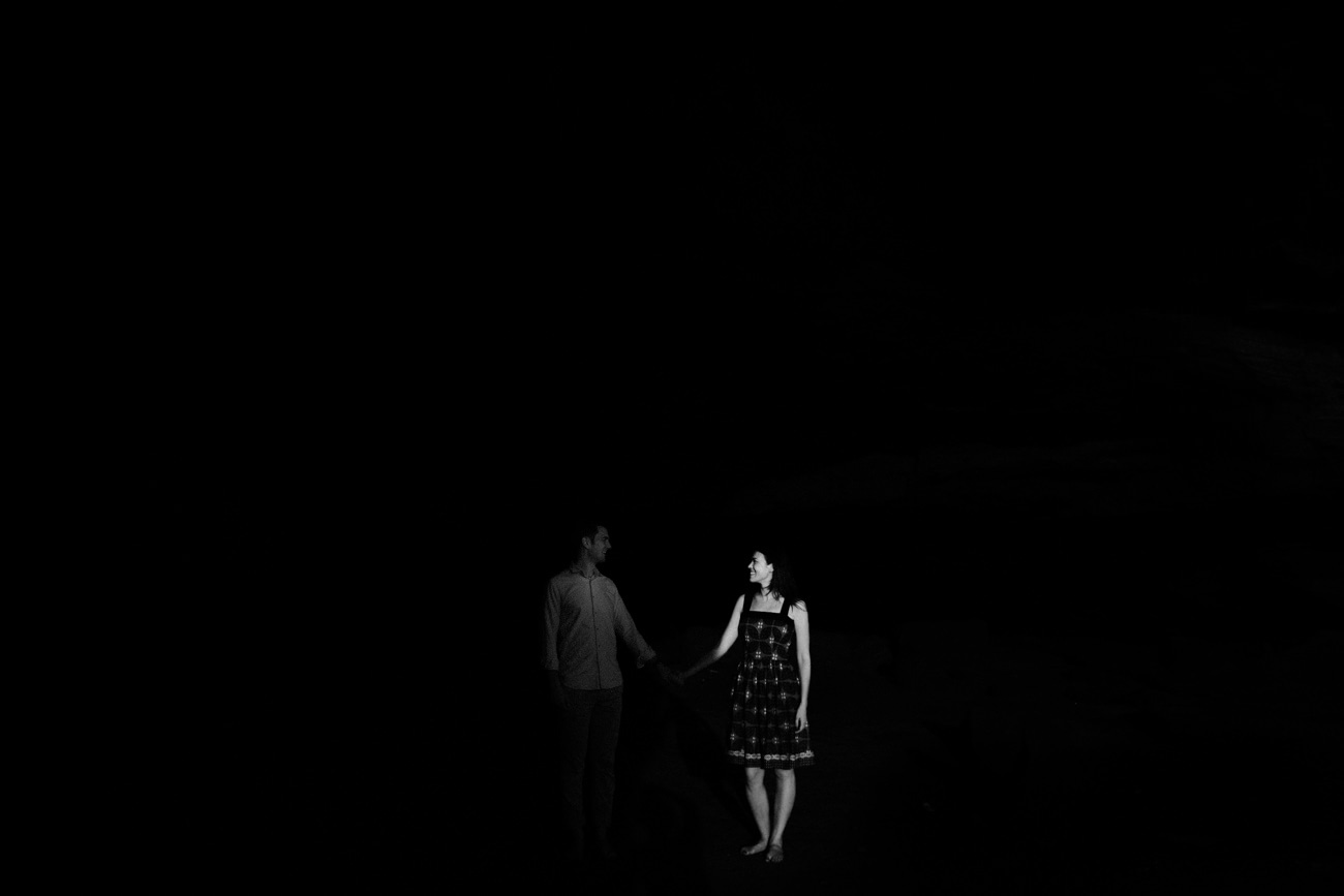 Engagement couple holding hand in black and white