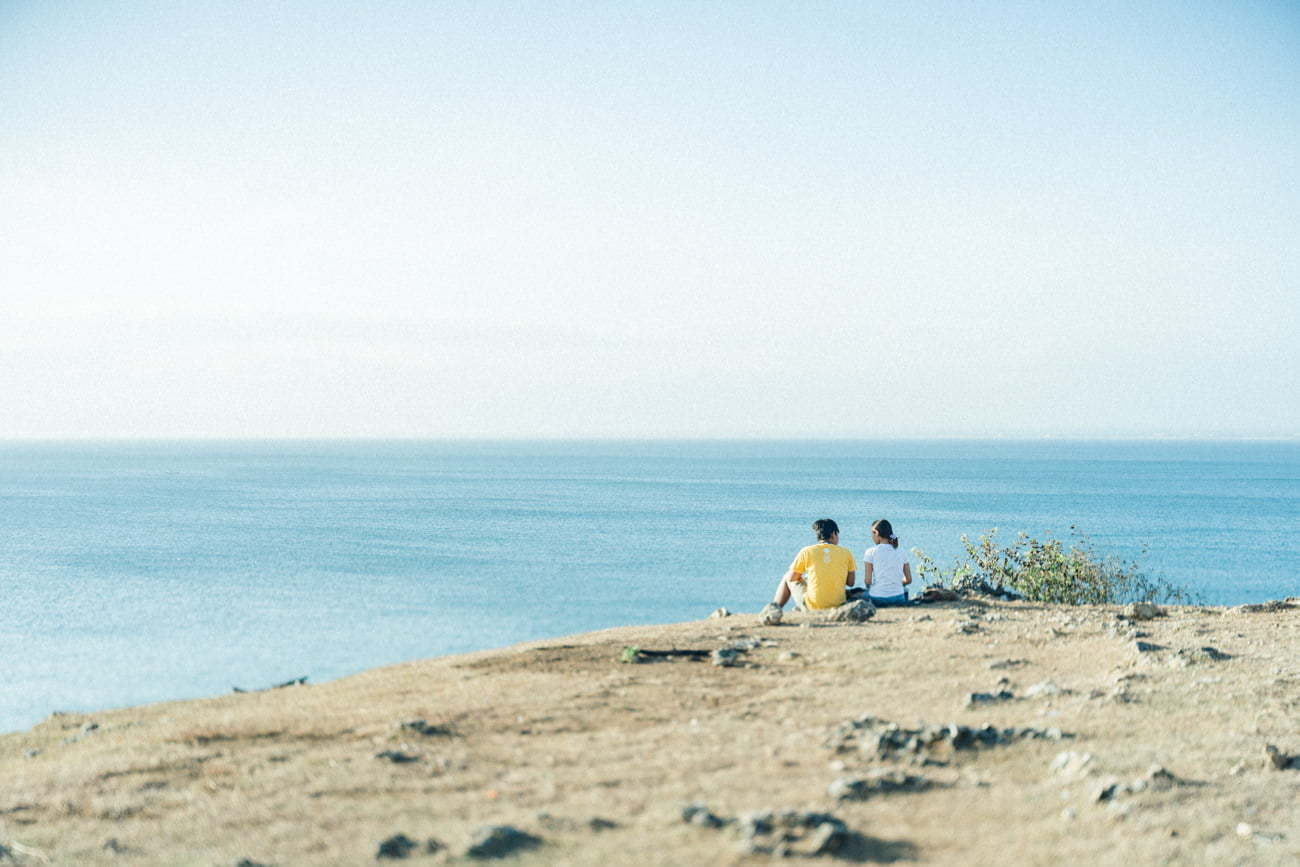 Couple enjoy the vibes in the cliff view