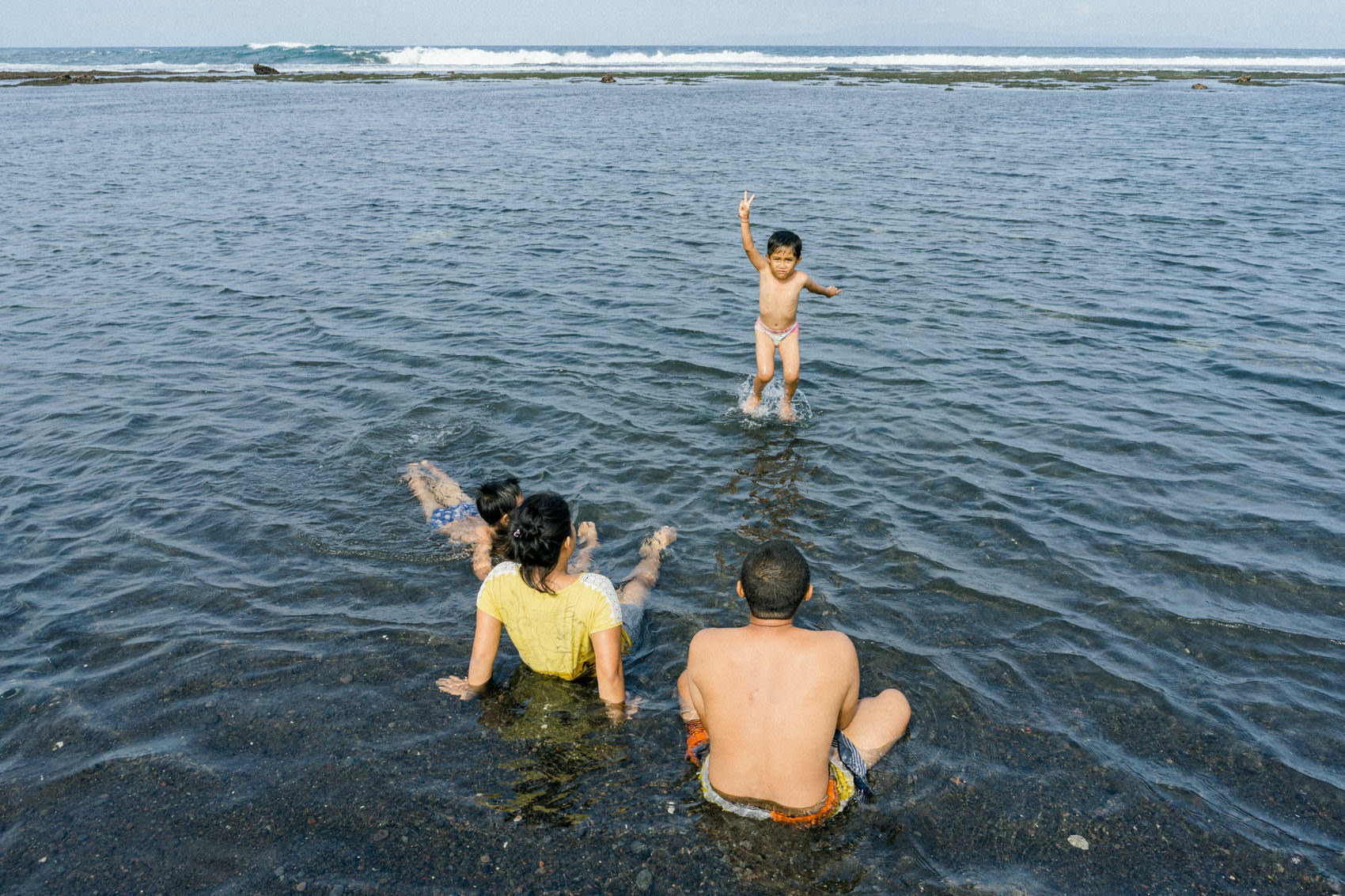 Photo journal of a family in Saba Beach
