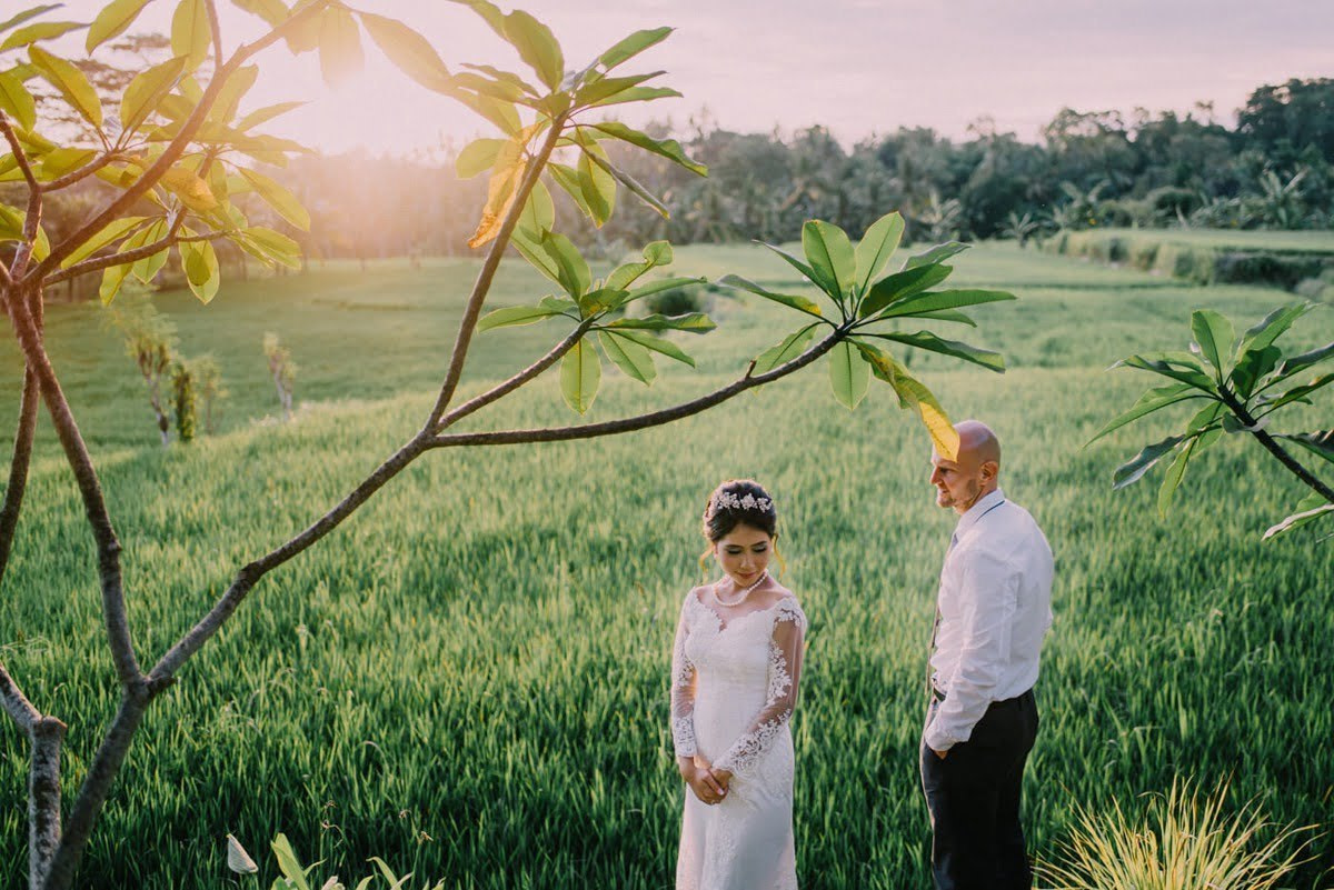 The bride and grooms portrait on micro wedding