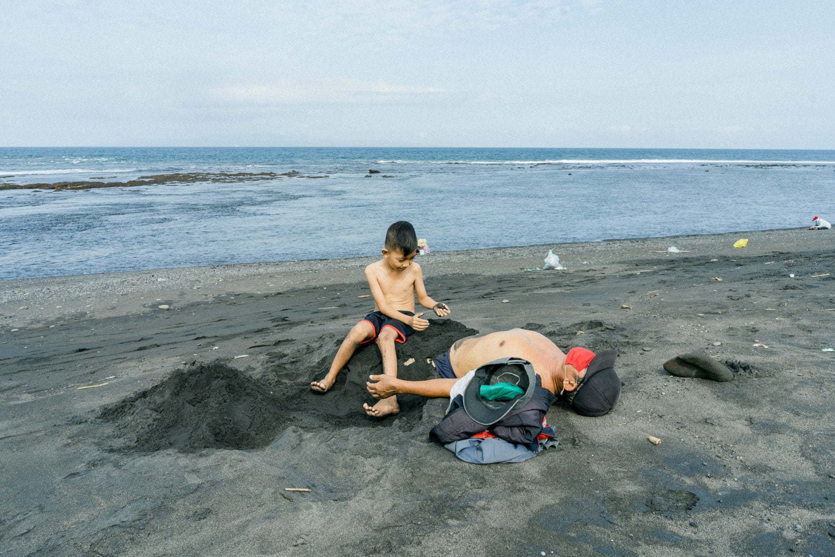 Photo journal of grandfather and his grandson in Saba Beach