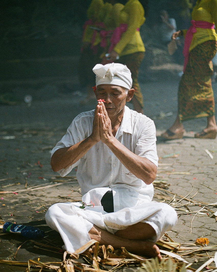A man praying in the temple